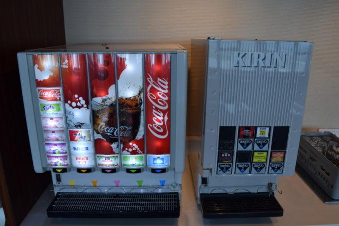 コカコーラとキリンのドリンクマシーン