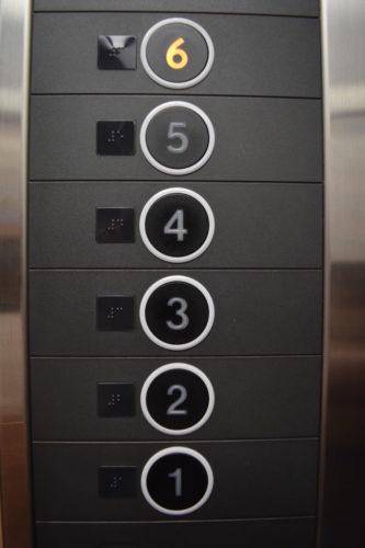 エレベーターの行き先階ボタンを押し間違えた場合のキャンセル方法