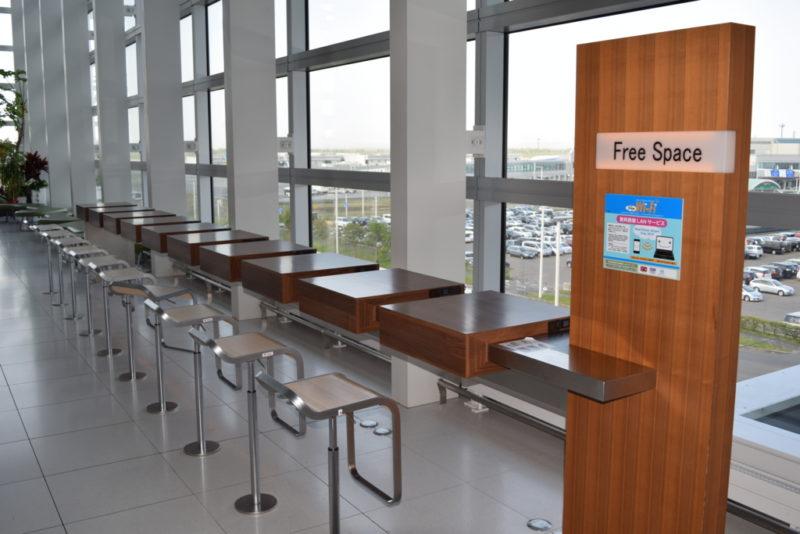 国際線ターミナルビルのインターネットコーナー。