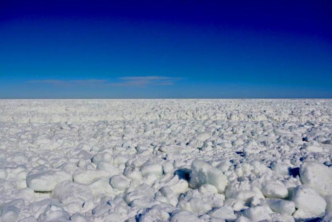 北海道のオホーツク海を漂流する流氷が見えるライブカメラ一覧
