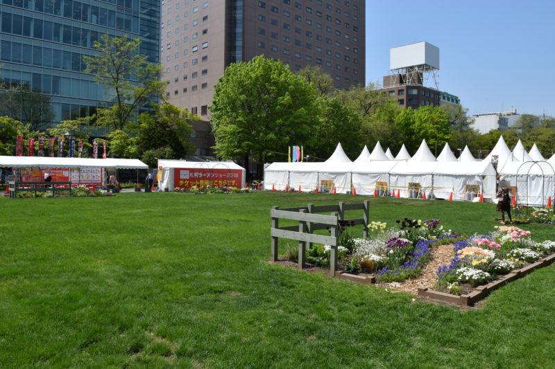 ラーメンショーが開催される大通西8丁目にある芝生広場では飲食できません
