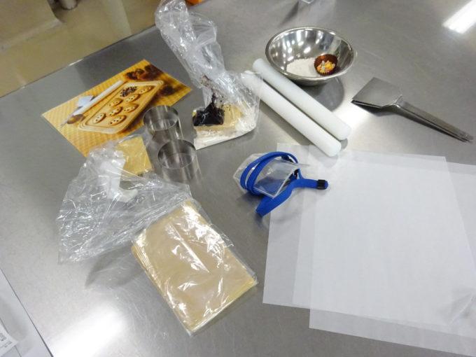 型抜きクッキーづくりの材料