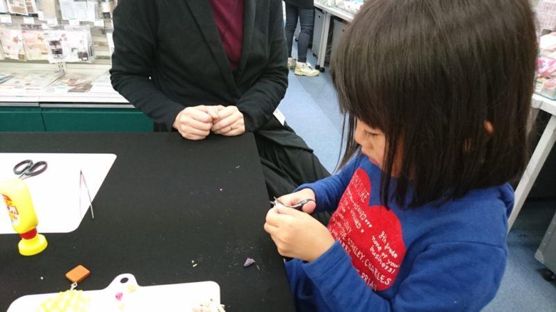 東急ハンズ札幌店「つまみ細工のストラップ」