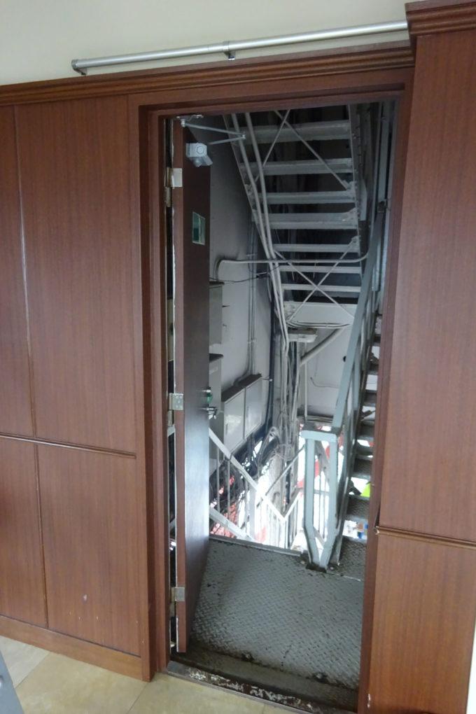 地上90.38m、さっぽろテレビ塔展望台へ到達