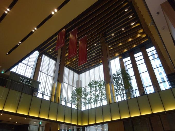 赤れんがテラス1階から見るアトリウムテラス