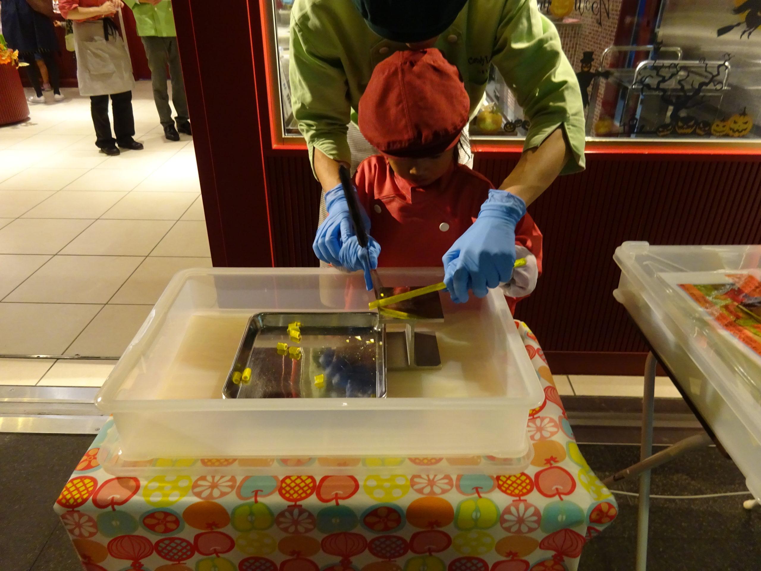石屋製菓キャンディラボでキャンディカット体験