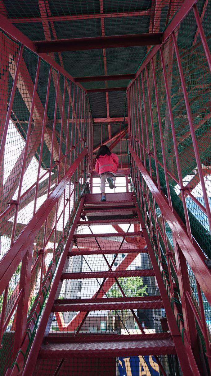 テレビ塔「真階段上り」