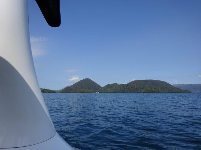 洞爺湖に浮かぶ中島