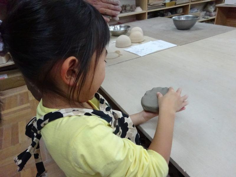 硬い粘土も叩いたり、伸ばしたり、こねたり、だんだん伸びてきました。