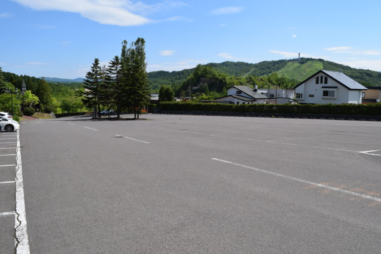 雪の美術館の駐車場
