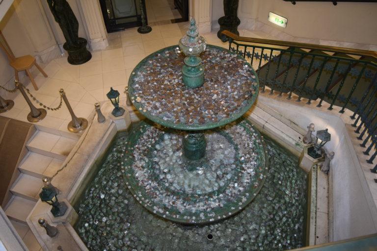 雪の美術館螺旋階段泉