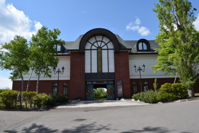 国際染織美術館の入口