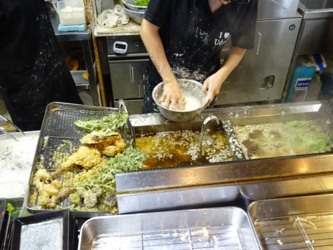 天ぷらも揚げたて