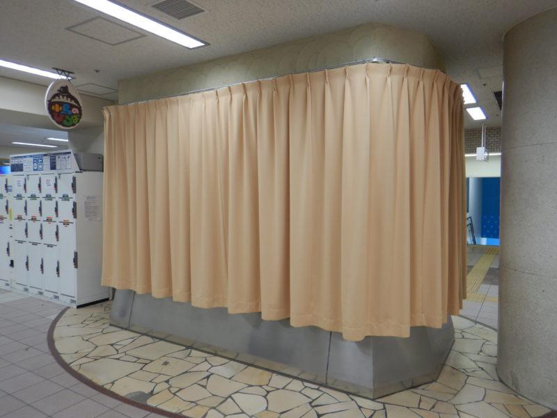 夜はこんな風にカーテンが閉められます