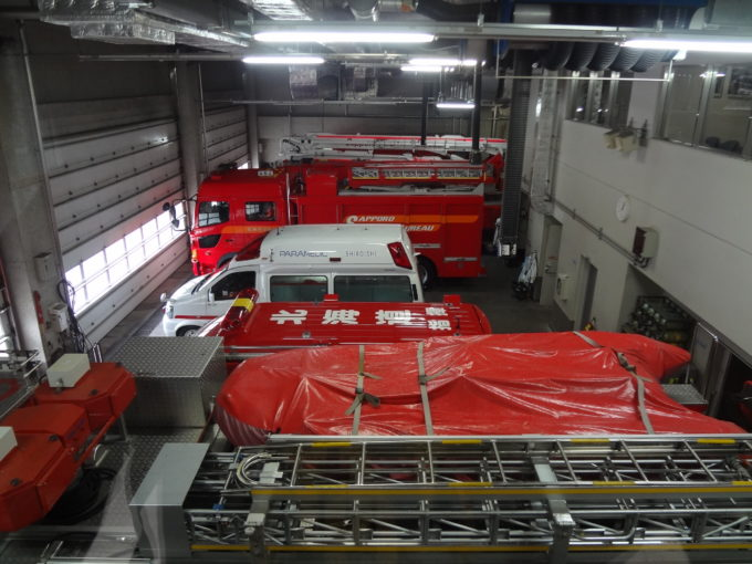 救急車、指揮車、救急車、水槽車、屈折はしご車