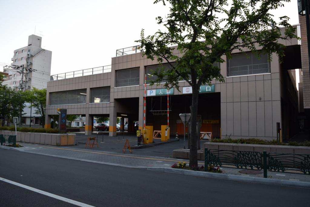 札幌サンプラザホールの駐車場