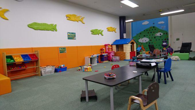 小さい子連れでも親子で遊べるおもちゃスペース