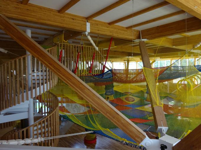 2階から見るネット遊具
