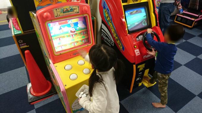 幼児の背丈で遊べるアーケードゲーム