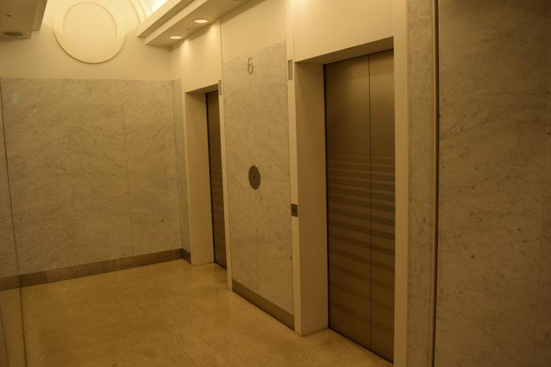 展望室がある38階へ上がるエレベーター