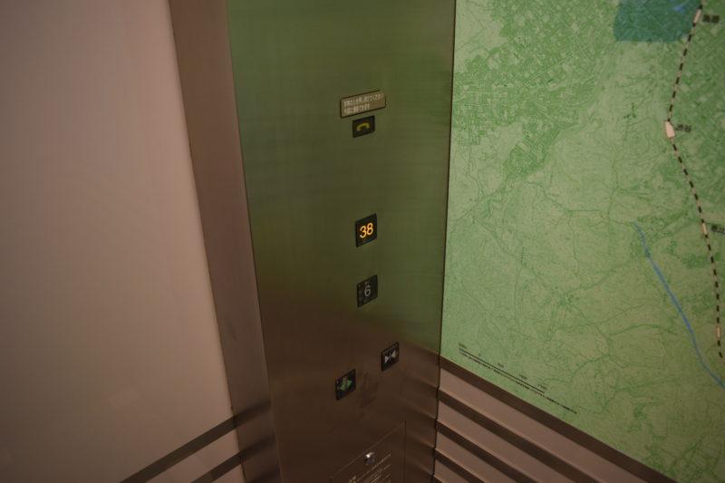 エレベーターのボタンは6階と38階のみ