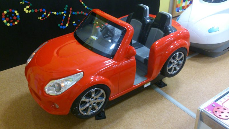 赤いオープンカー