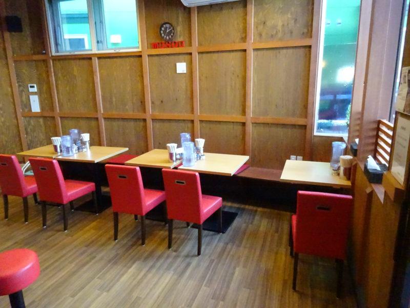 麺屋武双テーブル席