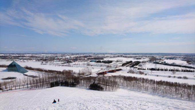 モエレ山の山頂からの公園内にある水郷東大橋