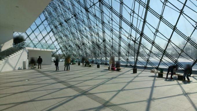 ガラスのピラミッド「HIDAMARI」