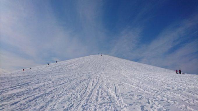 モエレ山中腹付近からの山頂方面