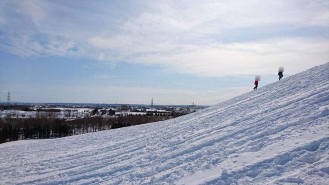 中腹付近から山頂までモエレ山の角度