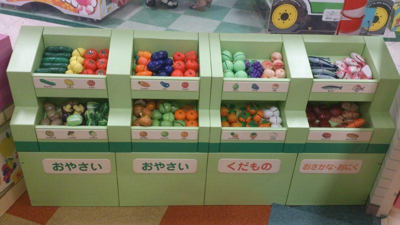 野菜や果物、魚、肉も沢山ある