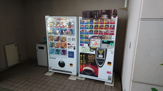 アイスクリームとカップ自動販売機