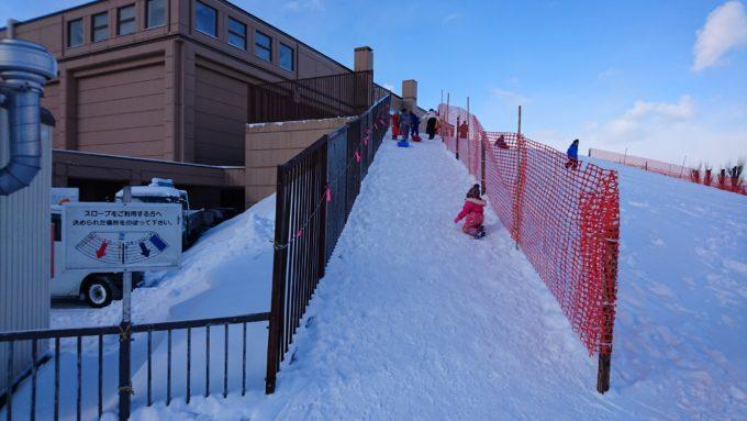 滑る部分と登る部分が赤いネットで仕切られているので安心