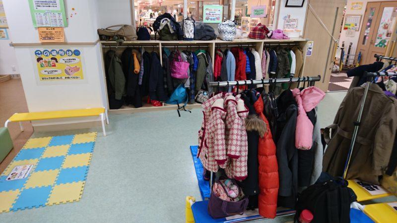 手荷物やコート置き場