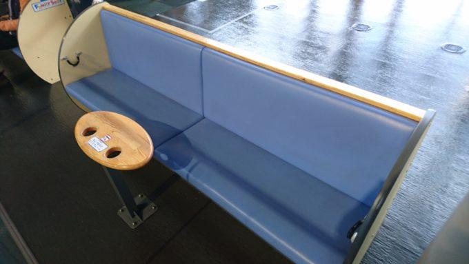 キッズパークに併設されたテーブルつきのファミリーシート