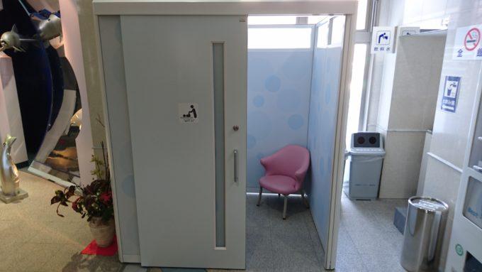 授乳室とおむつ交換台