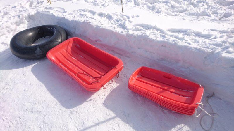 雪運び用の大型ソリ
