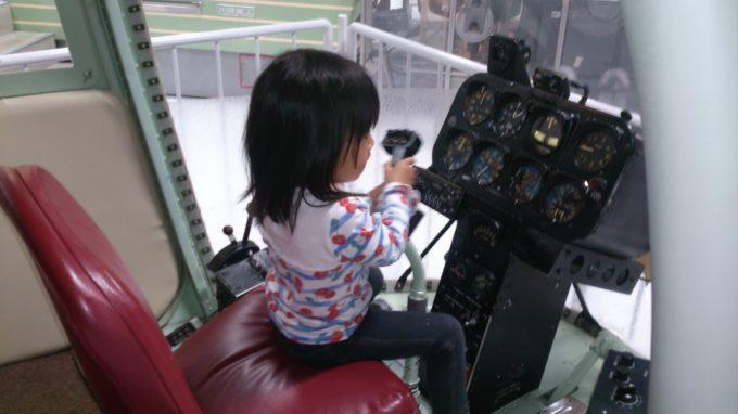 北海道警察で実際に使われたヘリコプター「ぎんれい号」操縦室
