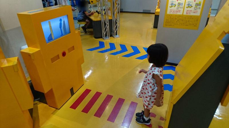 見る・歩く・運ぶ・考えるの4テーマで構成されたロボットワールド