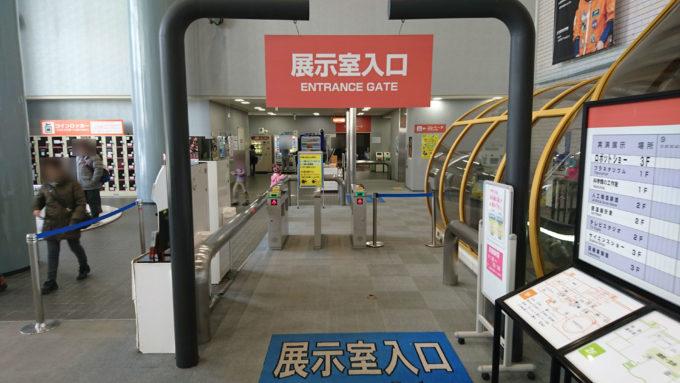 観覧券売り場横にある展示室入口