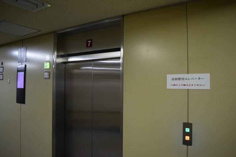 低層階用エレベーターの間違えて載った場合は、11階で高層階用エレベーターに乗り換えることができます。