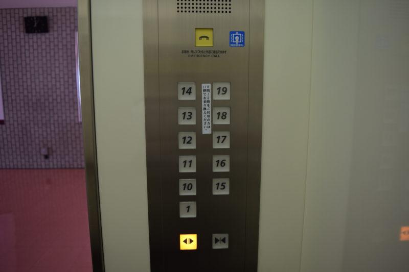 高層階用エレベーターのボタン