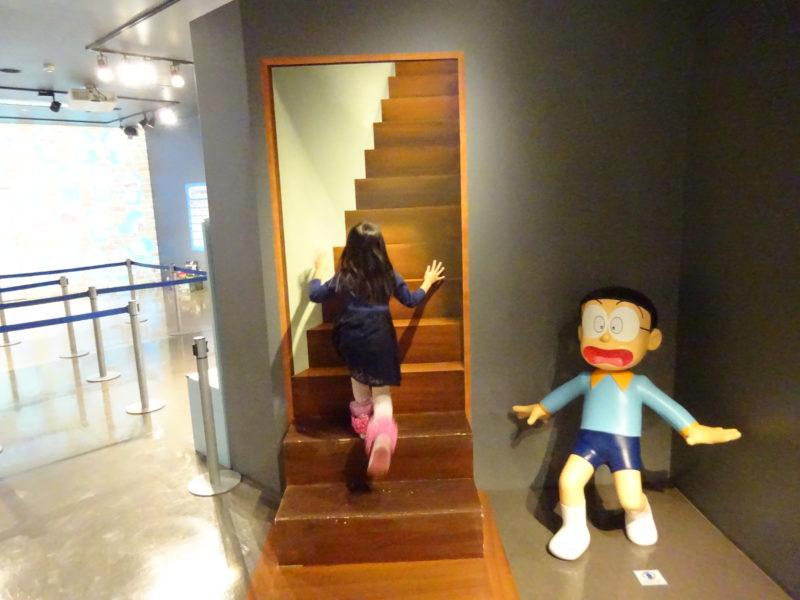 階段を登ってみたり。