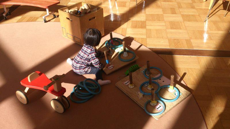 輪投げや引き車、三輪車、遊べるおもちゃも沢山