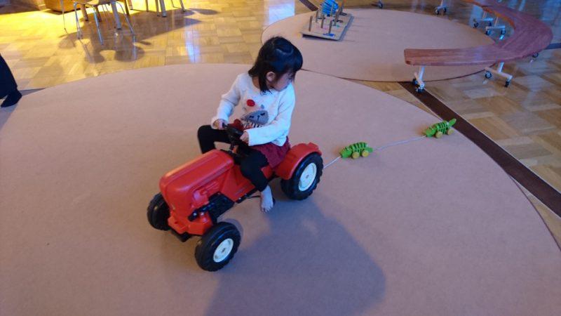 トラクター型の乗り物