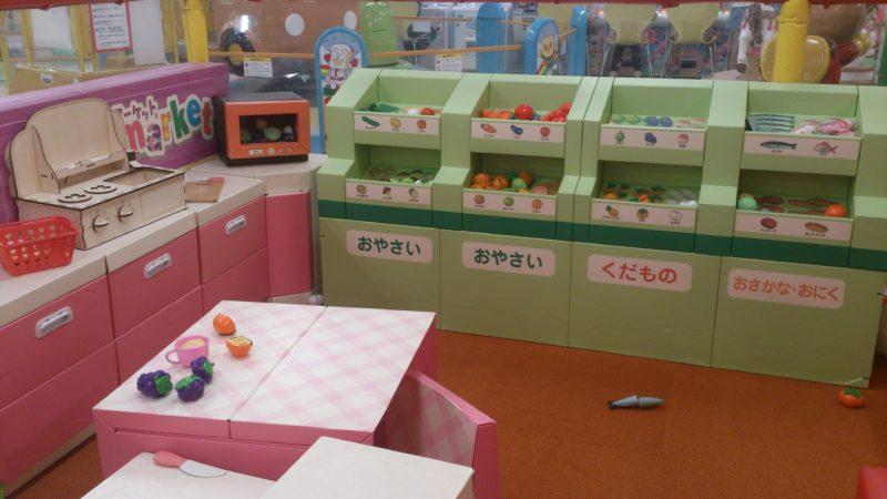 おままごとキッチンや野菜、果物、魚、肉のおもちゃ