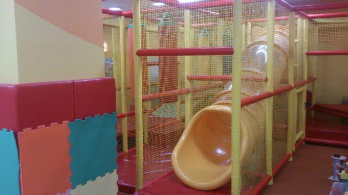 トンネル型の滑り台