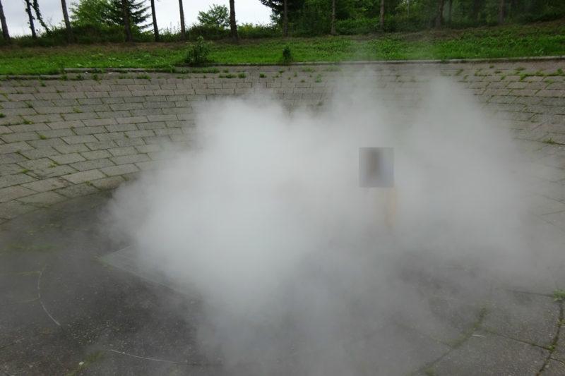 地下からモクモク湧き上がる霧