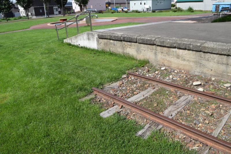 旧愛国駅に敷かれている線路